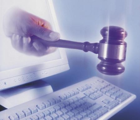 chat, reato penale, sostituzione di persona digitale,